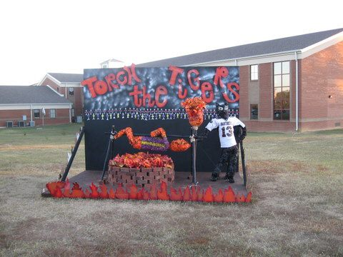 WTF Wednesday: Unlucky 13 College Pics for Halloween