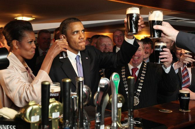Obama Drinking Guinness