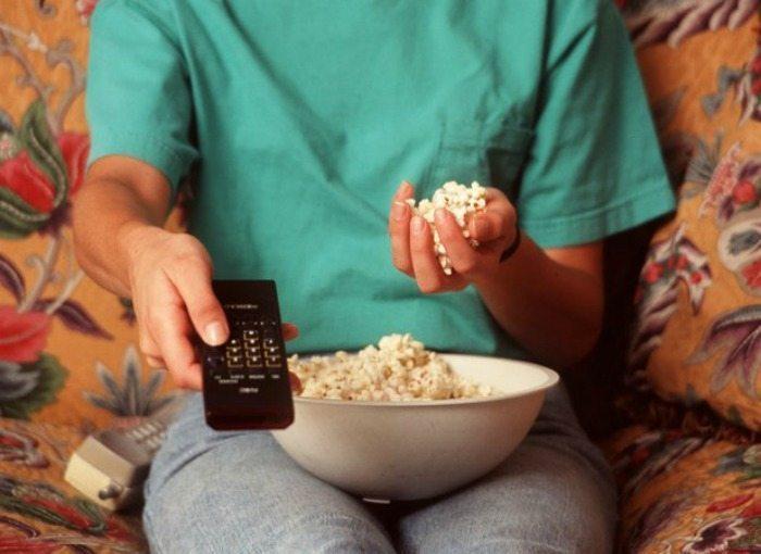 freshman 15 woman-snacking